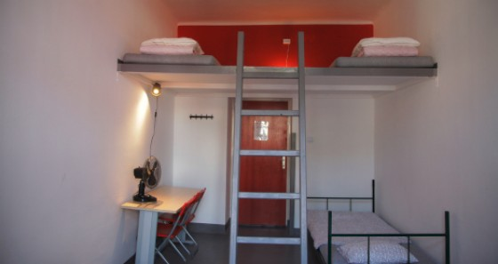 Private double rooms as well as mixed rooms and dormitories are available at the hostel.