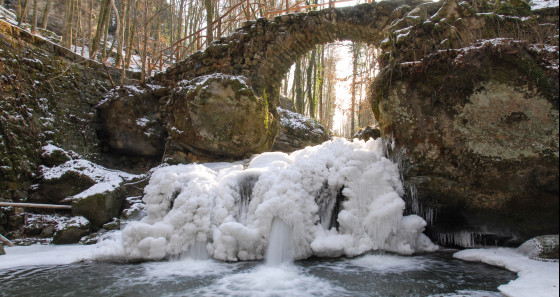 Why not explore the Mullerthal region – Luxemburg's Little Switzerland during the cold season and discover the beauty of nature and ice? © Jos Nerancic/LFT