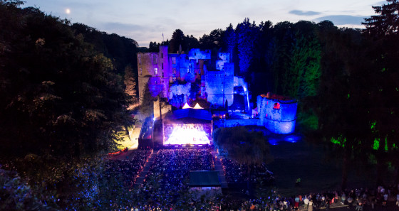 The court of the Renaissance castle of Beaufort has seen many stars performing over the years during its music festivals. © Jos Nerancic/LFT.
